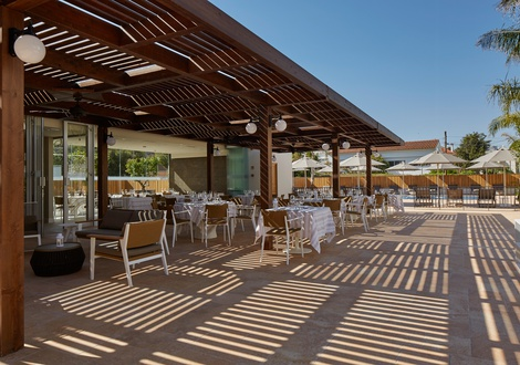 Swimming pool restaurant Hotel Casa Vilella Sitges